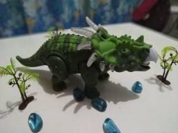 Dinossauro (anda, faz sons, acende luzes)