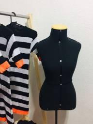 (espelho, araras, manequins, 3 tipos de cabides, mais de 60 peças de roupas