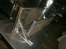 Prateleiras de inox com mãos francesa - medindo 120x40
