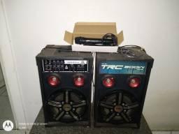 Lindas caixas de som com microfones