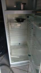 Vendo geladeira DAKO 380 litro tudo ok não entrego mais informação 62  *Ana