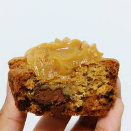 Cookie Muffin com cobertura de doce de leite - 2 unidades por 9,99 - Faça seu pedido