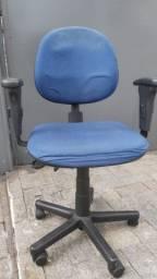 Cadeira de Escritório com apoio de braços e Rodinhas