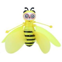 brinquedo abelha voadora  criança
