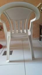 Cadeira plástica com braços
