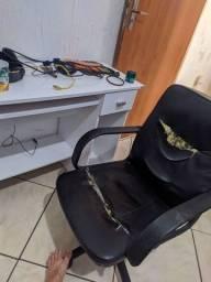Mesa e cadeira computador desapego