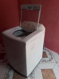 Máquina de lavar Electrolux 12kg funcionando