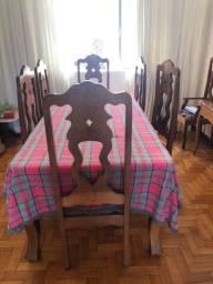 Vendo jogo de sala de jantar com 8 cadeiras e cristaleira madeira mogno