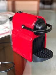 Cafeteira Nespresso Inissia C40 Cor Ruby  110V- Usada