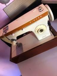 Máquina de Costura Doméstica Singer