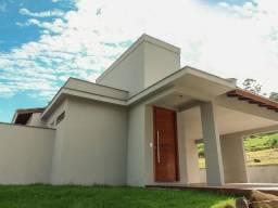 Casa com Projeto diferenciado, muito luminoso, Localizado na Cachoeira do Bom Jesus