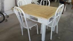 Mesa de pallet com 4 cadeiras