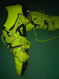 Chuteira Adidas X 15.1 trava mista. Número 42