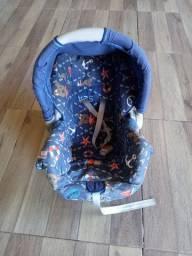 Bebê conforto e dois carrinhos de bebê