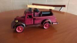 Carrinho de madeira de colecionador