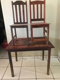 Vendo mesas e cadeiras de madeira