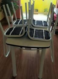 Mesa retangular com 4 cadeiras R$250