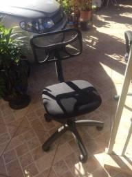 Cadeira c/ rodinhas