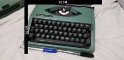 Máquina De Escrever Olivetti Lettera 82 Ano: 1981-1984 Tamanho 30 cm por  30