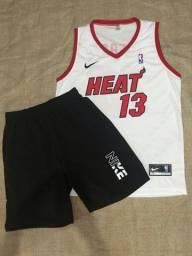 Conjunto com camisa de basquete