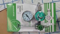 Válvula reguladora para cilindro de oxigênio.