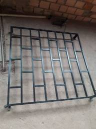 Grade de metalon galvanizado medindo 1.20 por 120