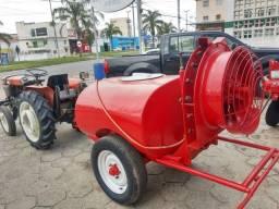 Trator Agrale 4100 com pulverizador