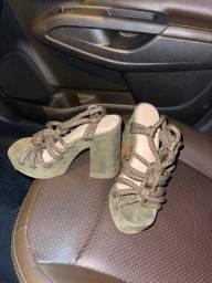 Sandália salto alto novinha