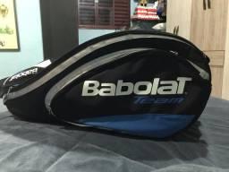 Raqueteira Babolat e 4 raquetes.