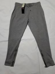 calça de moletom super estilosa Tam M estilo capri nova com etiqueta!barbada 45 reais.