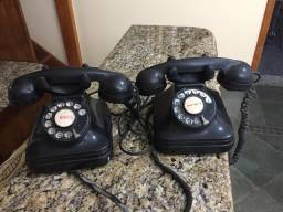 Telefone antigo de discar da década de 40
