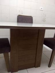 Mesa com tampo de vidro + cadeiras