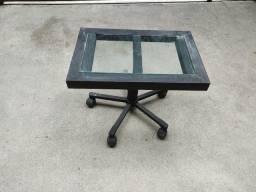 Mesinha de vidro com rodinhas