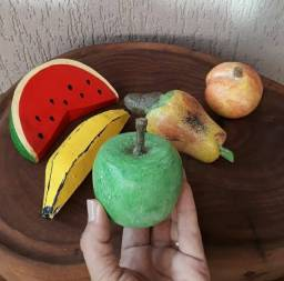 Frutas de madeira