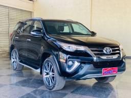 Toyota - Hilux SW4 com 70.000 km