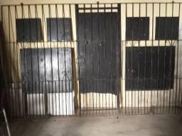 Portão chapeado com porta de ferro corrediço