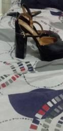 Vendo essa linda sandália novinha