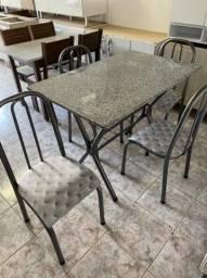 Mesa com tampo em granito