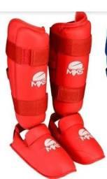 Caneleira MKS Combat, com proteção de pé, vermelha