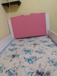 Cama com proteção lateral rosa