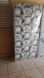 Título do anúncio: Vendo cama box de Solteiro