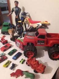 Vários brinquedinhos.  50 reais