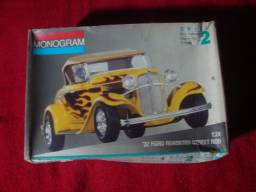 Kit Plastimodelismo - Semi Montado - Ford 32 - Roadster Street Rod - Escala: 1:24