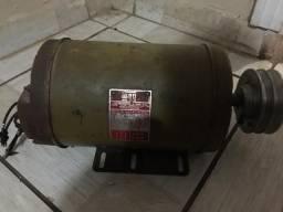 Motor de indução trifásico 220/380