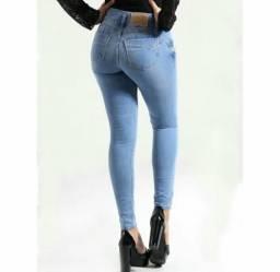 Calça jeans empina bumbum