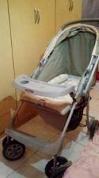 Vendo carrinho de bebé verde claro