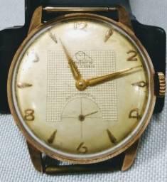 Antigo relógio de pulso suíço mondaine, década de 40, a cord