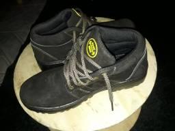 Botas em couro de ótima qualidade