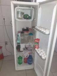 Vendo geladeira palito