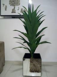 Cachepô com planta artificial